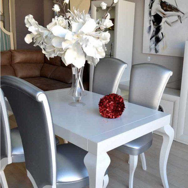 composicion-mesas-y-sillas-champagne