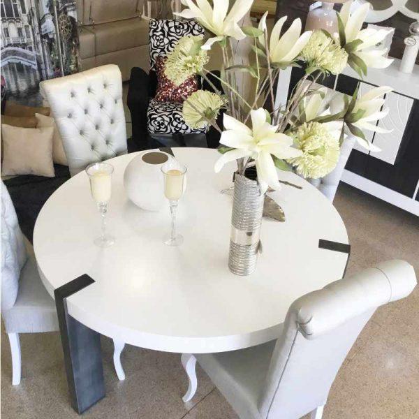 composicion-mesas-y-sillas-floral
